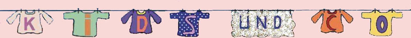 Hier sieht man das Bild vom Logo der Website kidsundcohome auf der Informationen-zu-Montessori-Seite. Das Bild zeigt eine Leine, auf der T-Shirts mit Buchstaben und ein Handtuch mit Buchstaben aufgehängt sind. Die Buchstaben aneinandergefügt, ergeben die Worte Kids und co